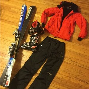 Complete ski equipment ,women M and boots size 7
